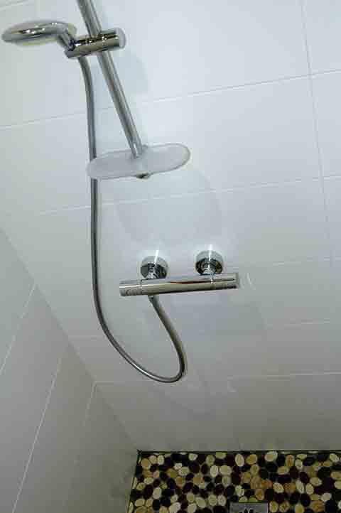 Douche dans gite du Pihon Landes et location curistes dax pour cure thermale
